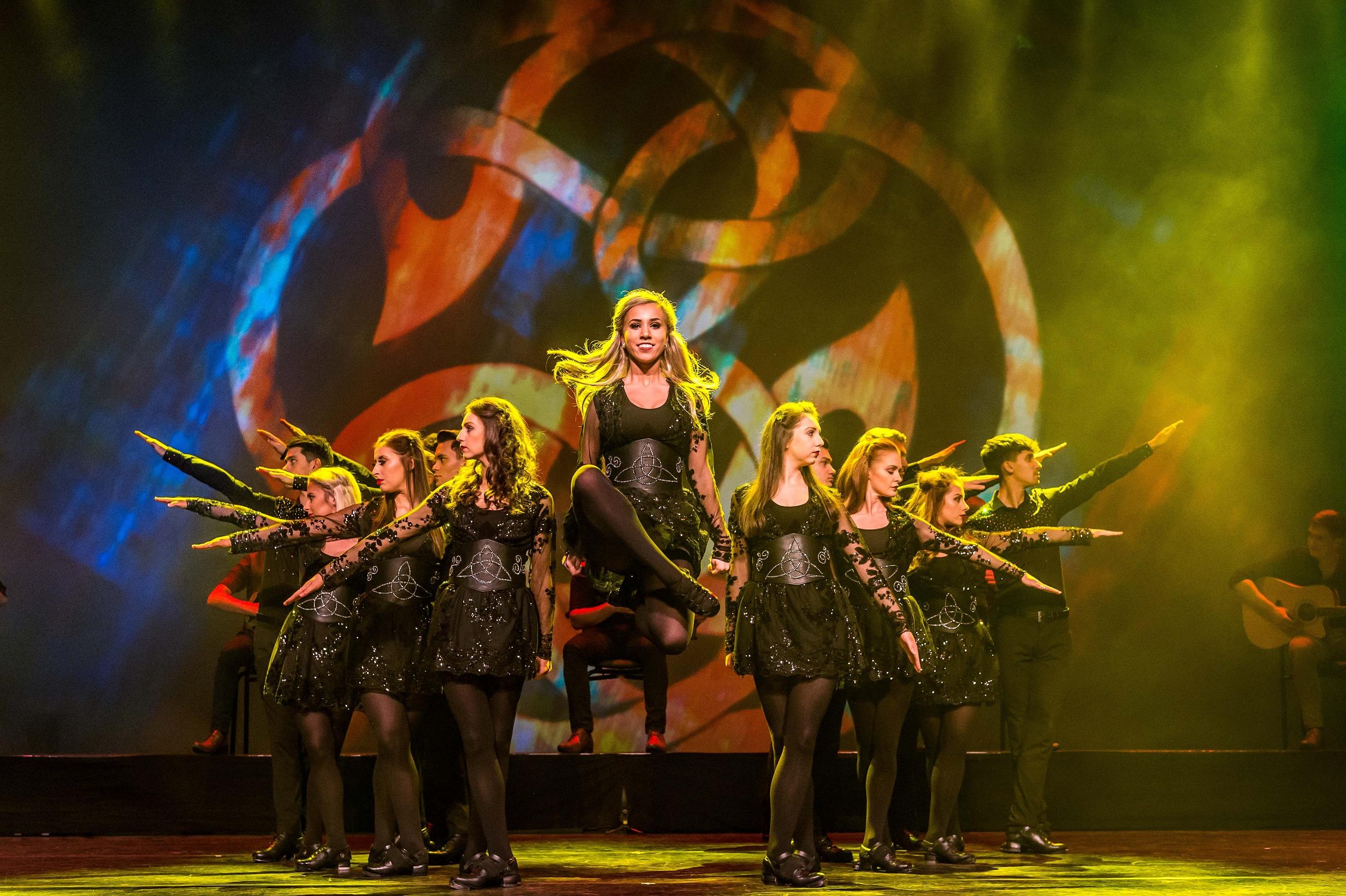 Увлекательное путешествие в историю древней Ирландии с «Rhythm of the Dance»