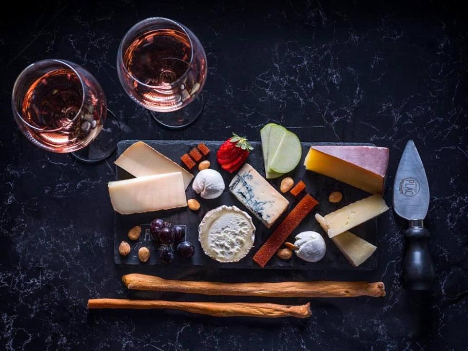 Идеальная пара на Рош ха-Шана: о лучших сочетаниях вина и сыра