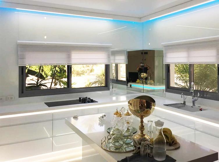 Специальные цены на оригинальные предметы интерьера из высокопрочного стекла от Rosso Glass.