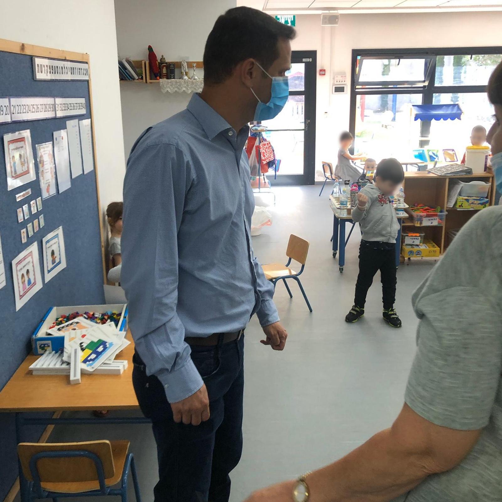 В детских садах не хватает помощников воспитателей? Муниципалитет Ришон ле-Циона мобилизуется на помощь во главе с мэром