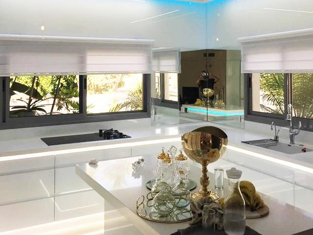 Скидки до 50% на роскошные интерьеры из высокопрочного стеклаот Rosso Glass.