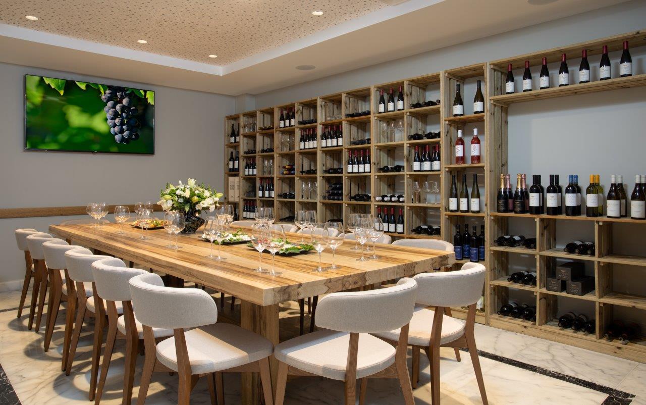חדר היין במלון אדמונד צ. אורי אקרמן