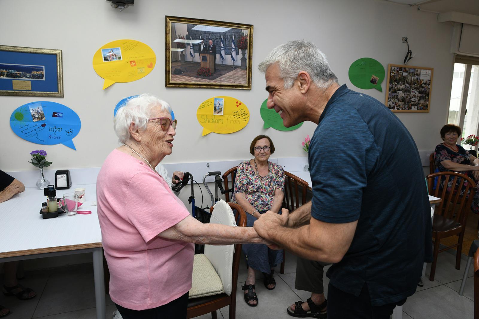 """Яир Лапид: """"Нельзя играть судьбами и жизнями тех, кто выжил в Холокосте"""""""