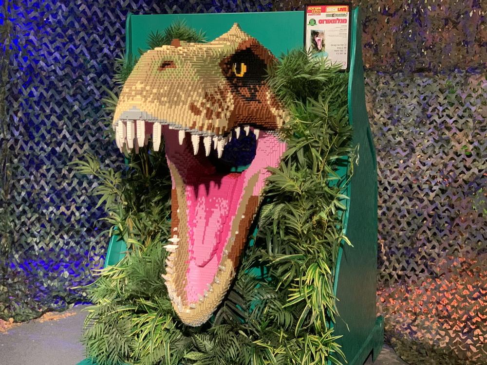 LEGO-динозавры поселились в Холоне. И такое бывает раз в 65 миллионов лет!