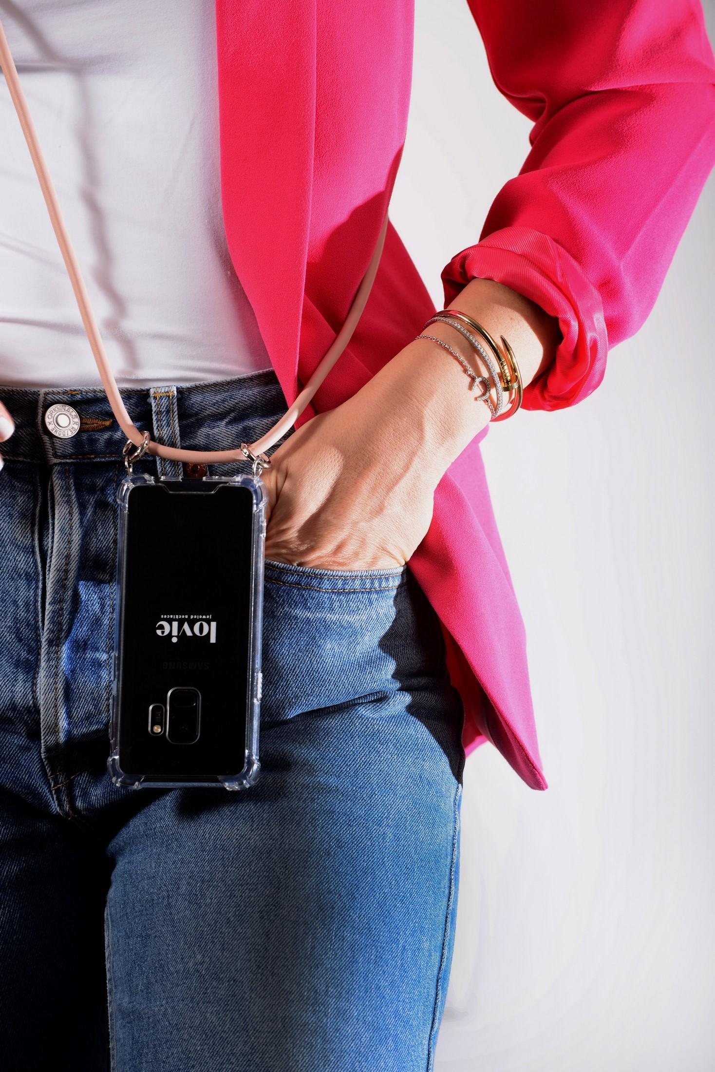 Новый модный тренд – Crossbody для телефона