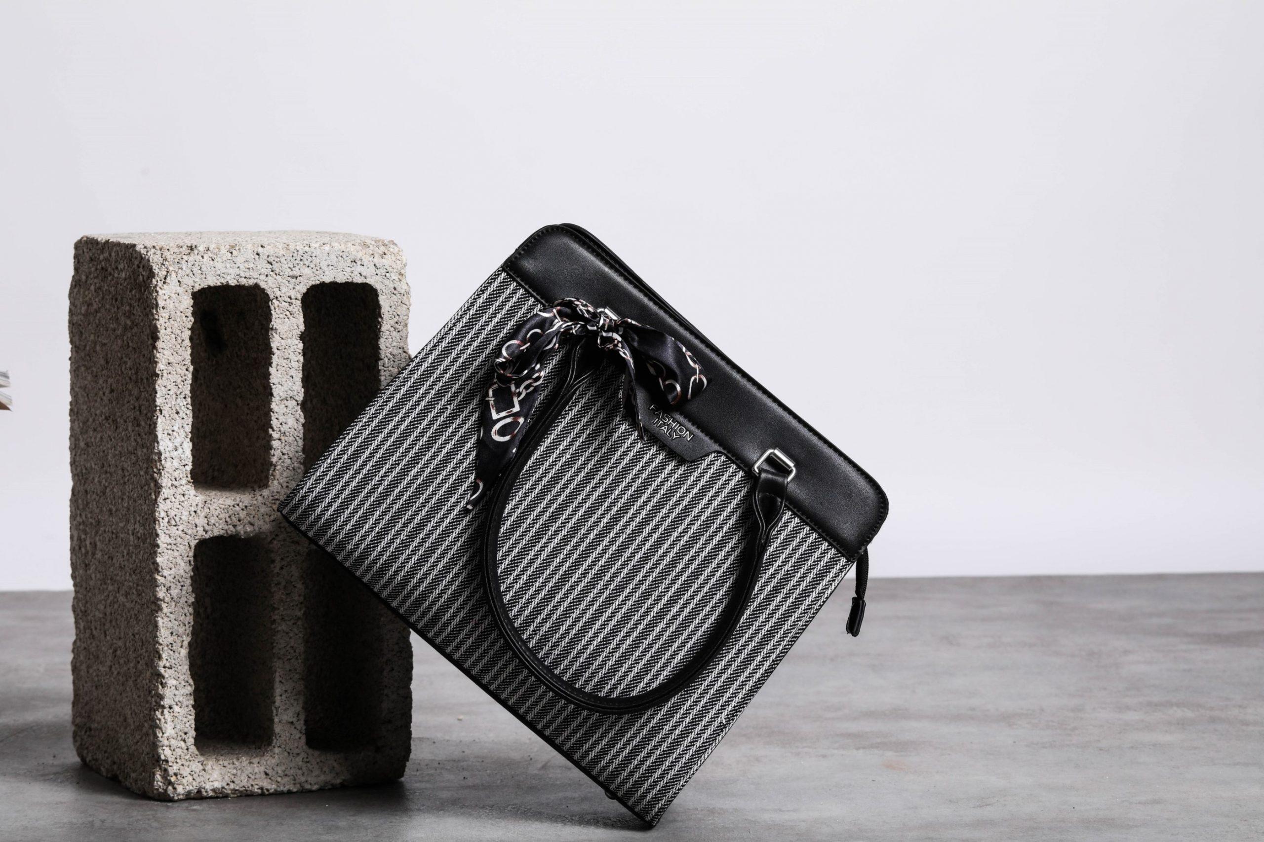 Scoop: 70% на женские сумки.