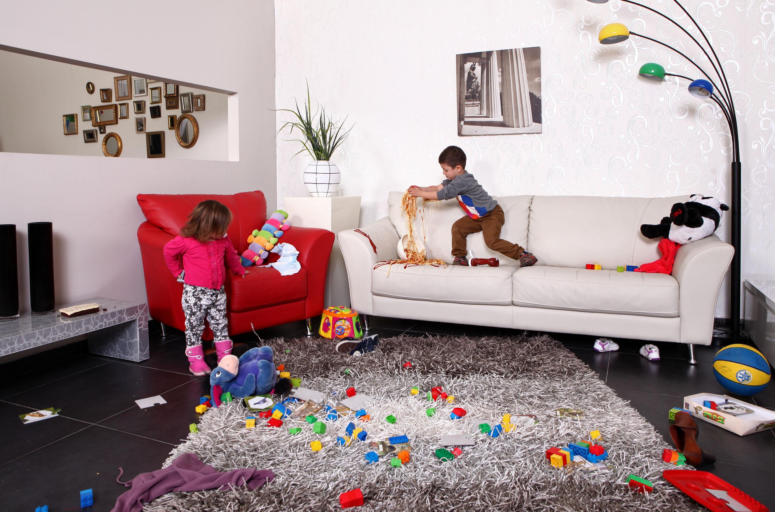 Фото детей прыгающих на диване 20