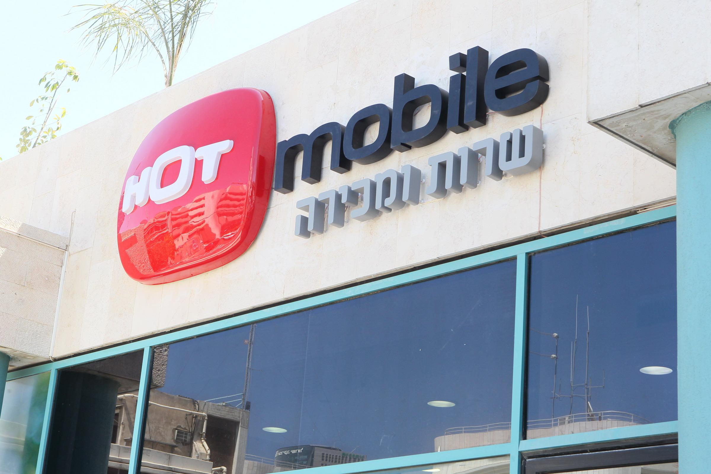 HOT mobile начинает продажу iPhone 6 и iPhone 6+