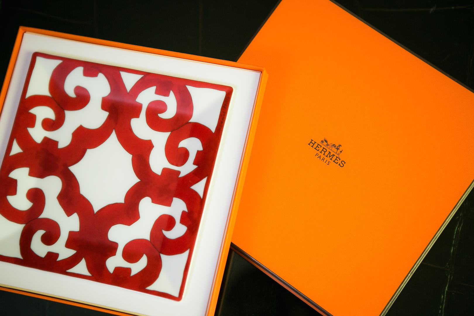 Подарок начинается с фирменной упаковки Hermes