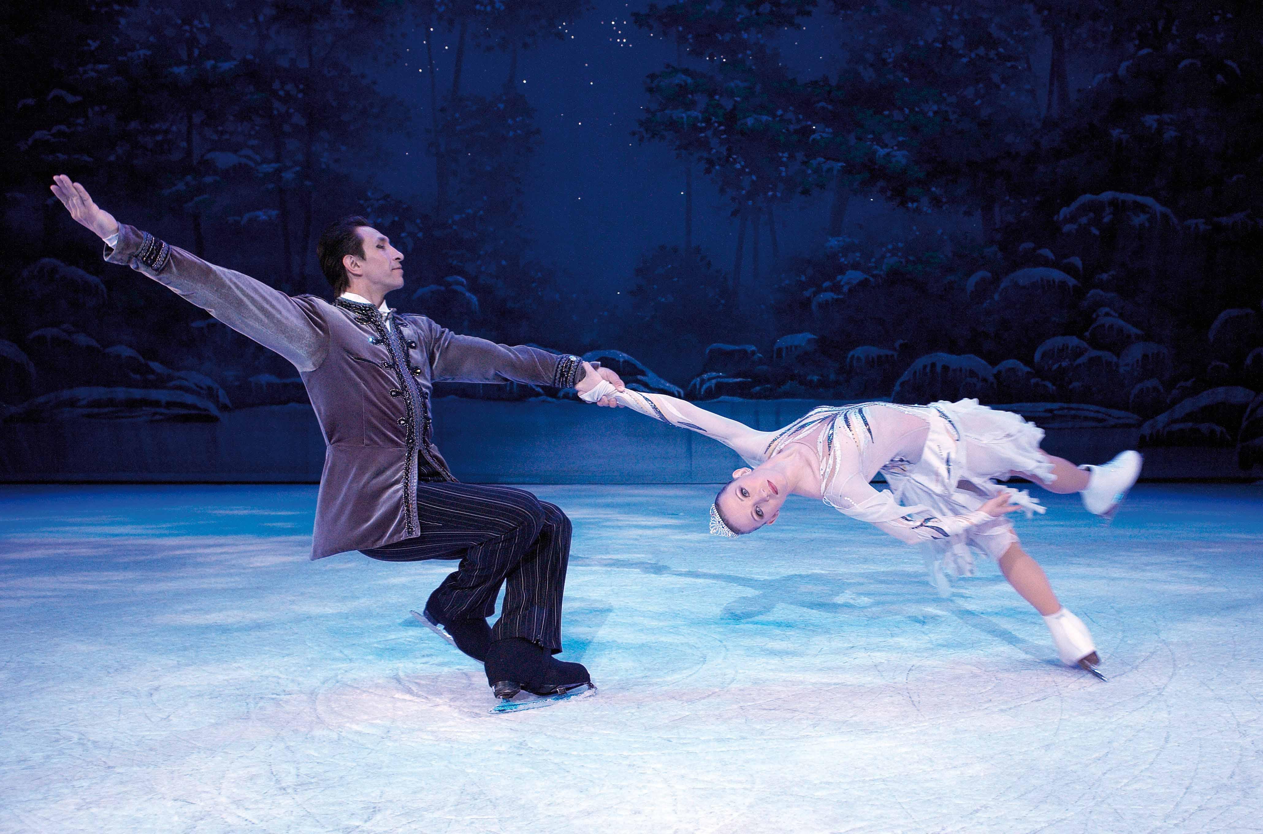 Одетта-Одиллия в сверкающей сказке на сверкающем льду