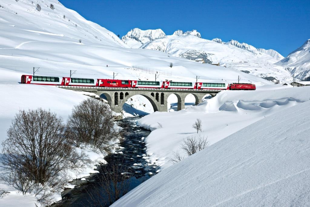 Зимние забавы: катание на… поезде!