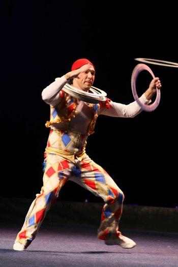 Позитивный и веселый цирк