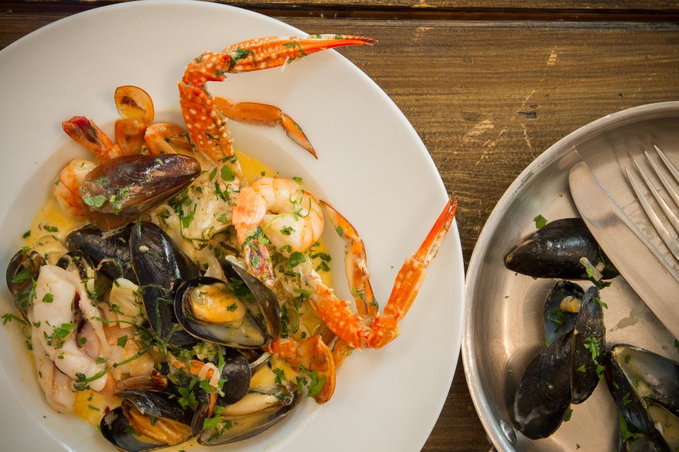 Морепродукты в соусе карри от именитого шеф-повара